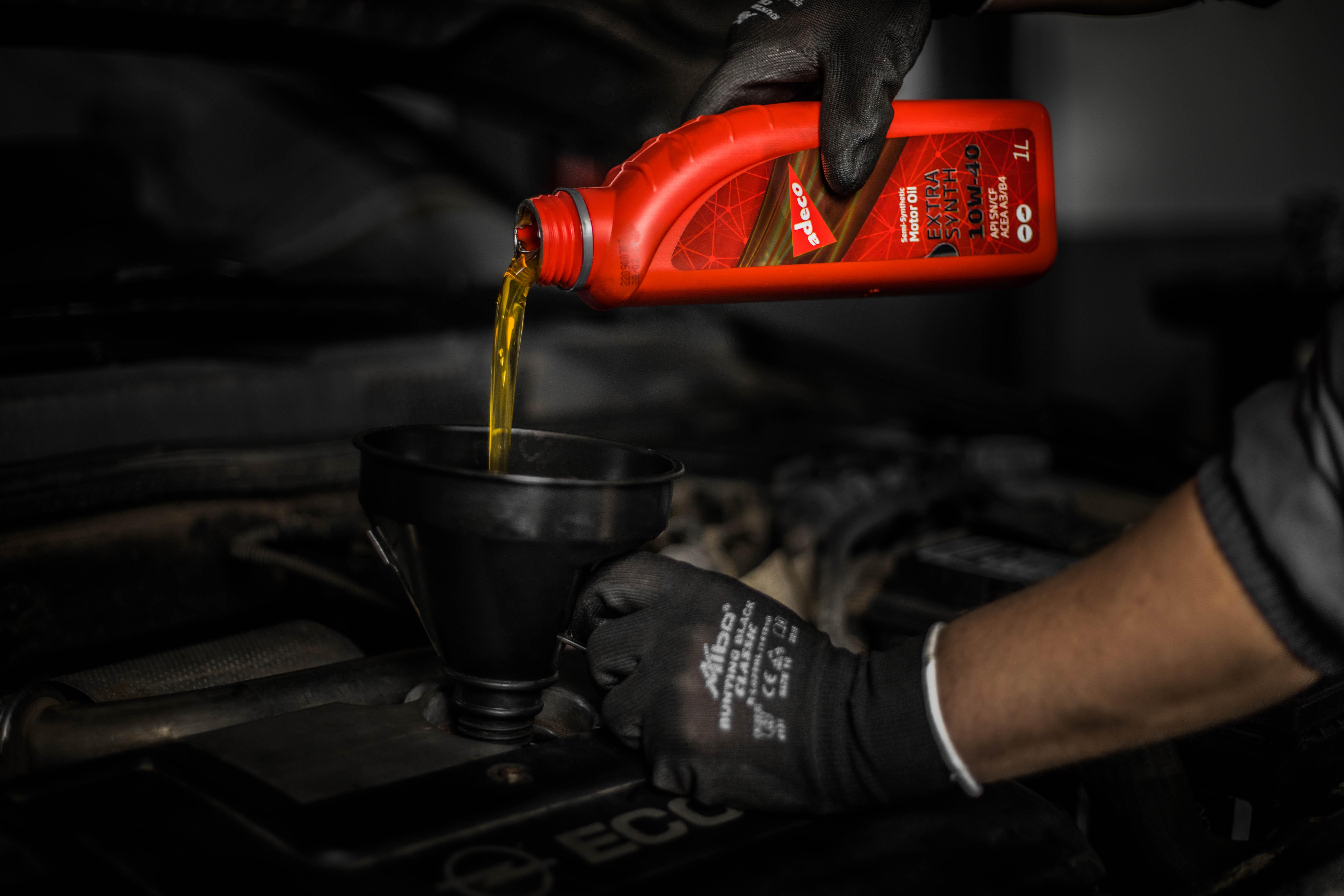 Adeco motorno ulje u auto servisu